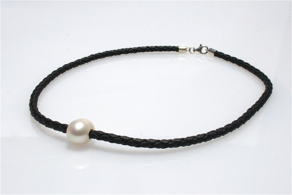 PEARL NECKLACE BLACK BRAID CHILDREN