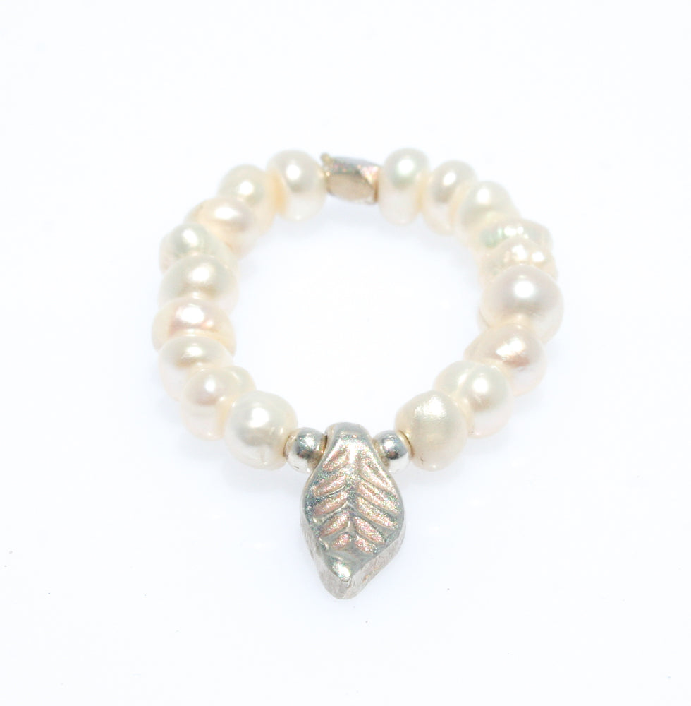 LEAF PEARL STRETCH RING