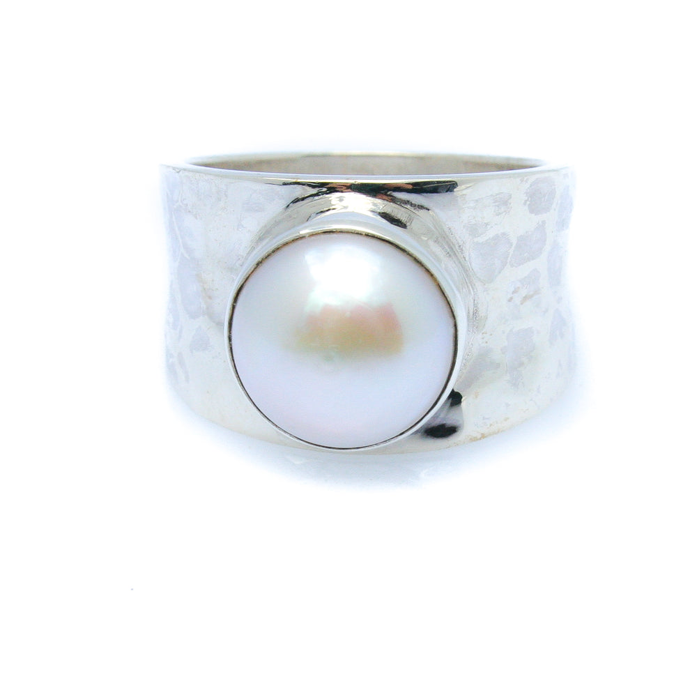 LOW TIDE PEARL RING