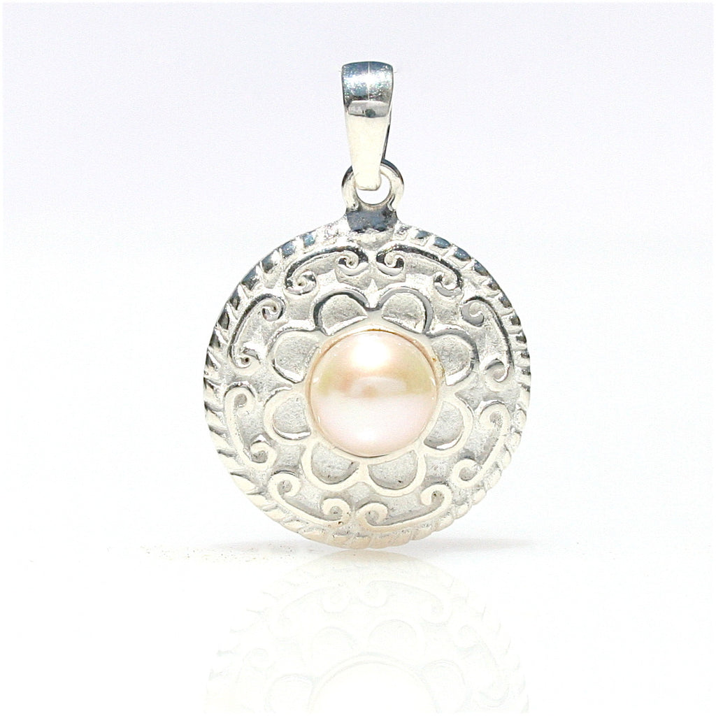 CHINATOWN LADIES PEARL PENDANT
