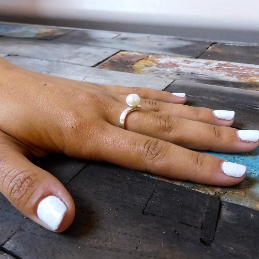 PEAK WHITE PEARL RING