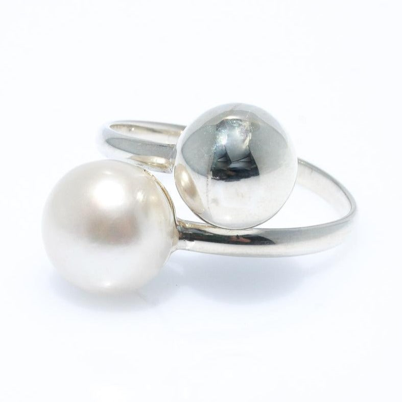 PEARL & SILVER BALL RING