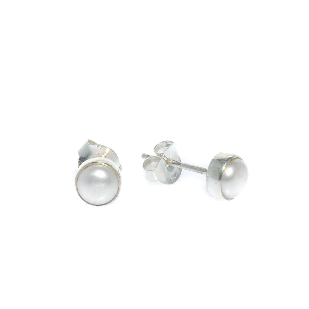 PEARL STUDS BEZEL SET 6mm