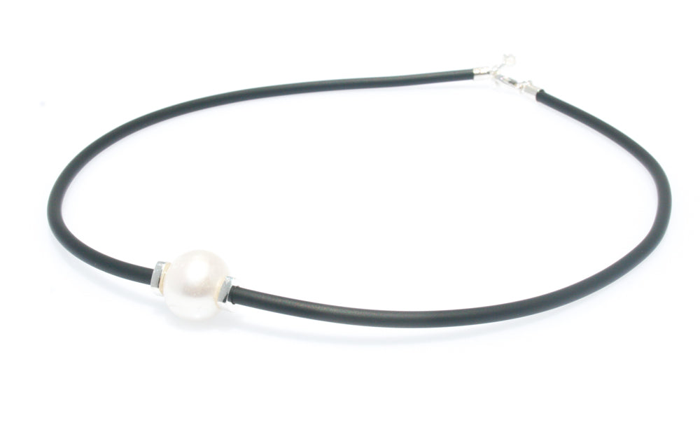 LARA PEARL SILVER DETAIL NEOPRENE NECKLACE