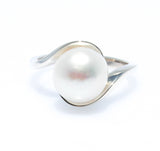 SOFT EMBRACE PEARL RING