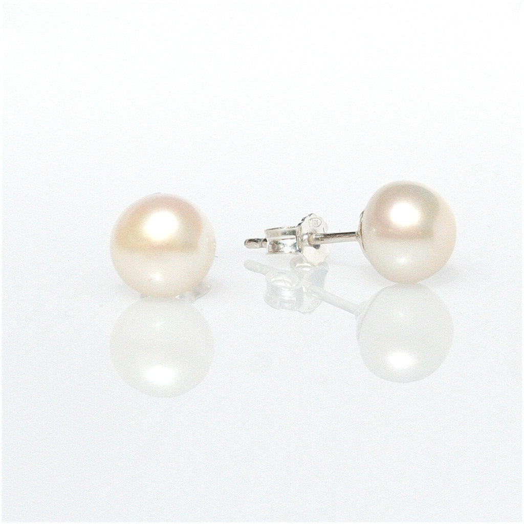 WHITE PEARL STUDS 6 mm