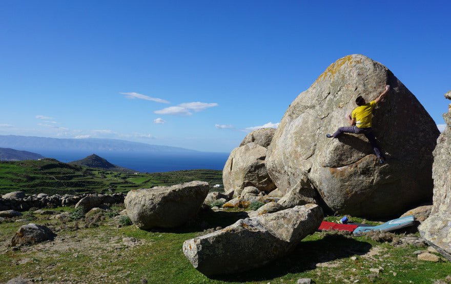 Meet the Crunch (7C) - Bouldering on Tinos