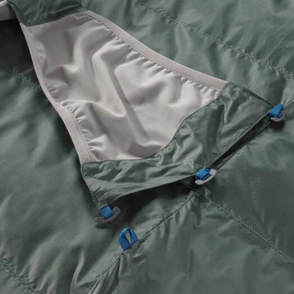 Thermarest Questar 32F/0C sleeping bag close up of straps