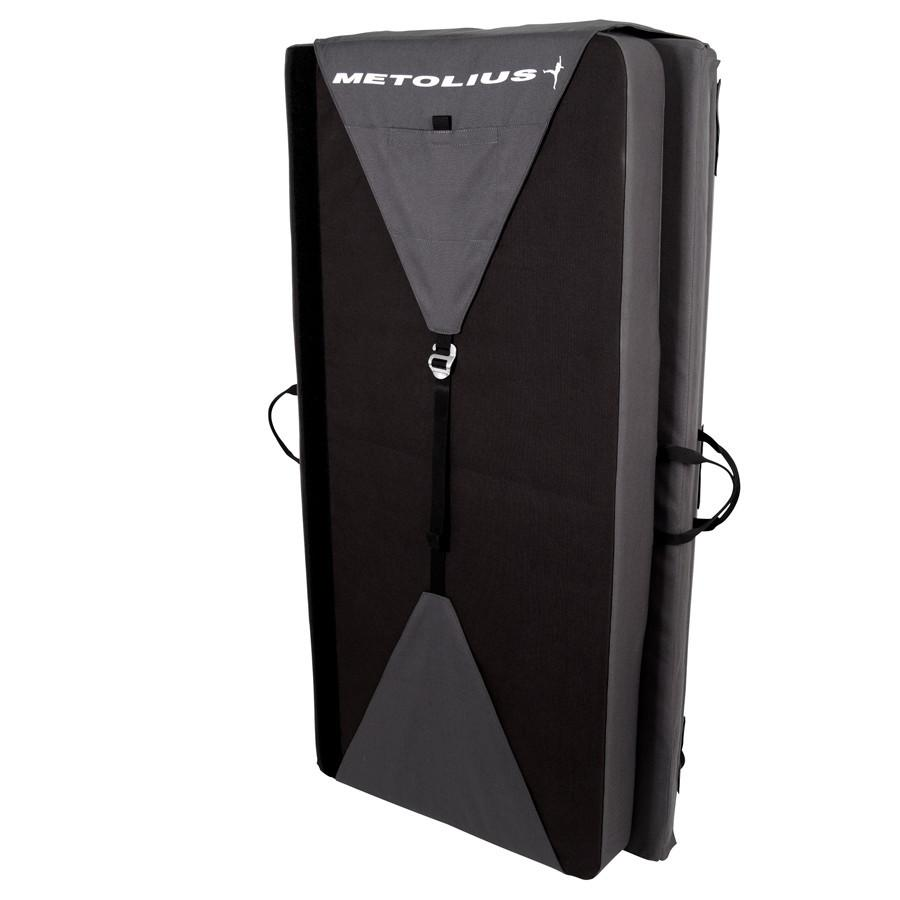 Metolius Recon Crash Pad, stood up view in black and grey colours