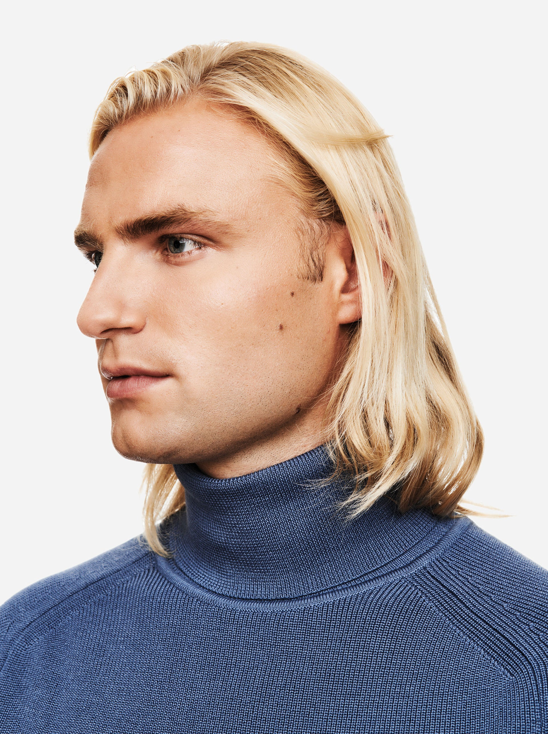 The Turtleneck Sweater - Sky blue