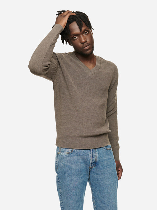The V-Neck Sweater - Warm grey