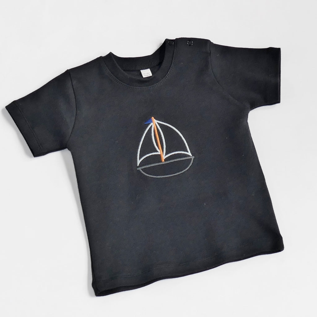 Child t-shirt embroidered with boat