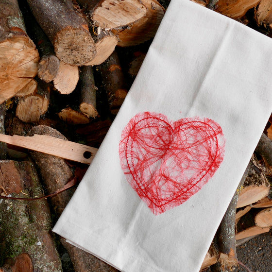 ....Red Heart Tea Towel - 100% Organic Cotton ..Joli coeur rouge Torchon - 100% coton bio....