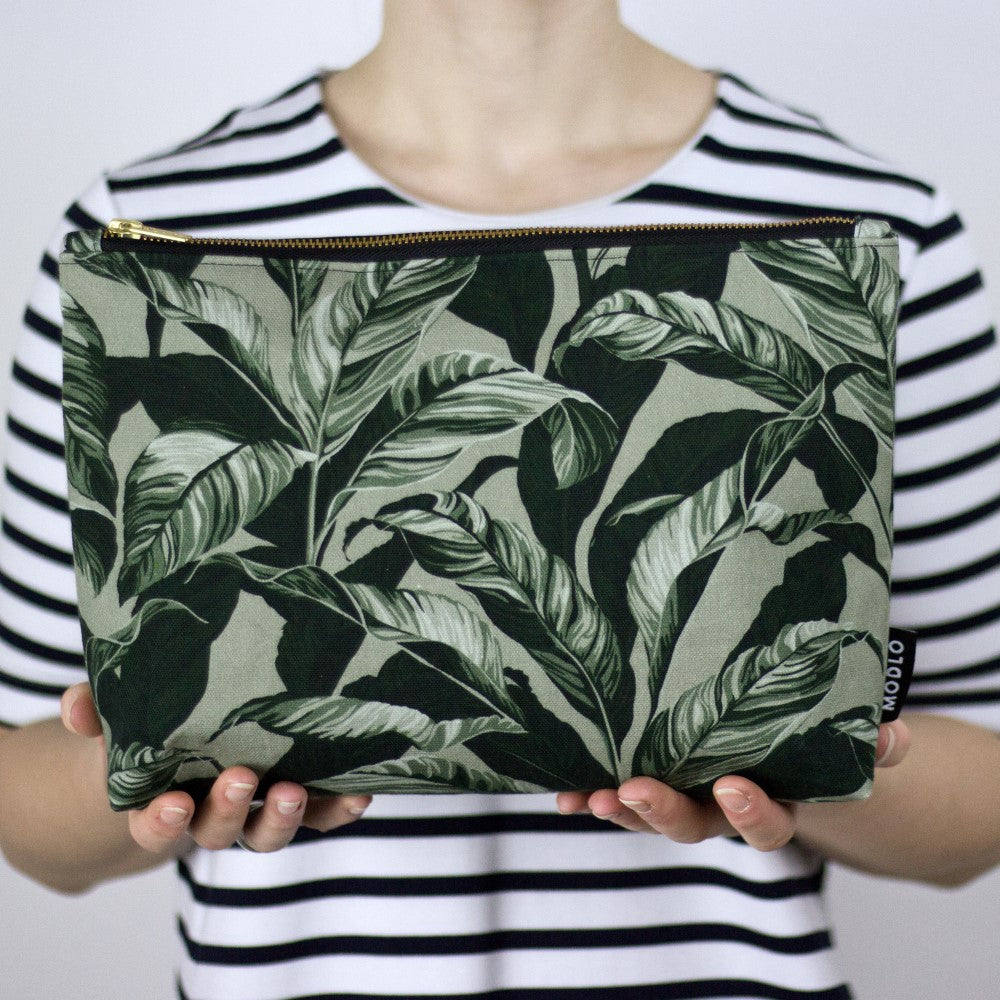 Selva: Large Wash Bag - Olive Green
