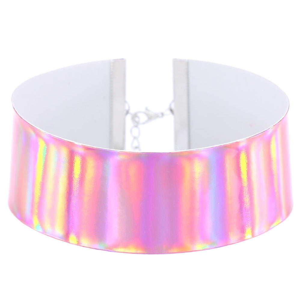 Wide Holographic Choker