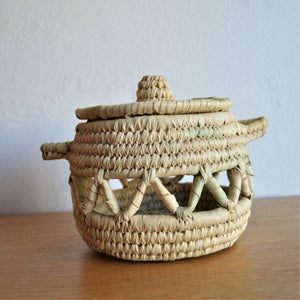 Woven basket lidded, Decorative straw basket