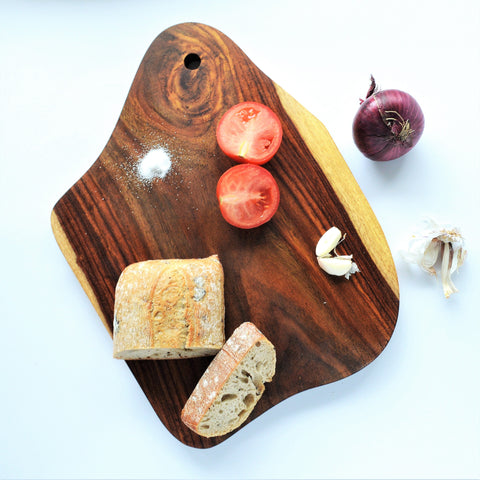 Wooden serving board, natural shape ONE PIECE