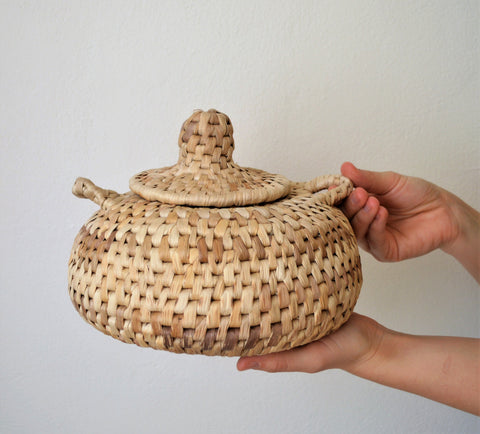 Banana leaf woven bowl with lid