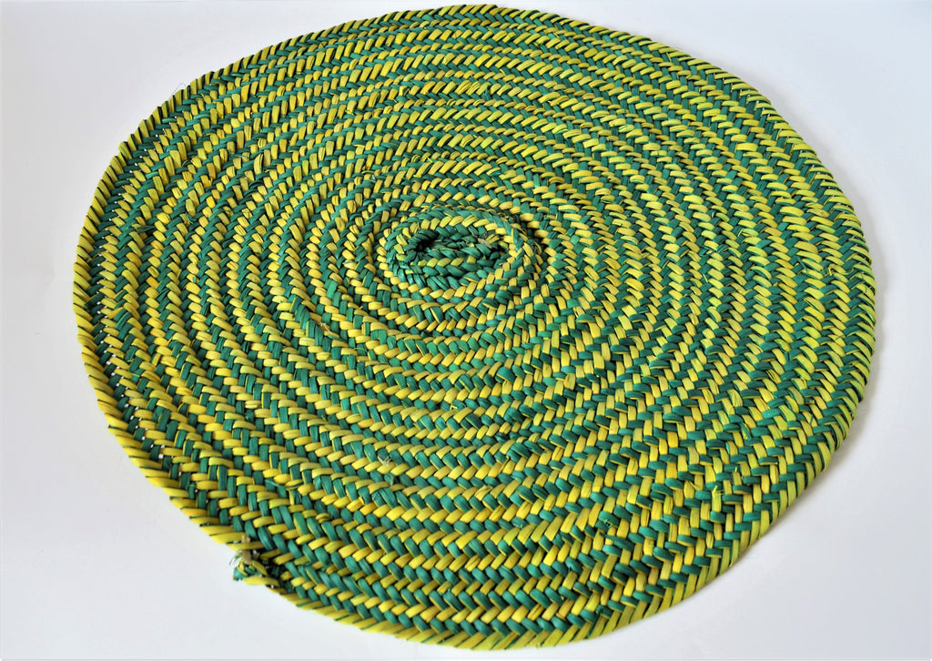 Hand-woven green wicker table mat natural palm leaves
