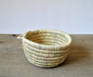 Straw bowl, straw catchall