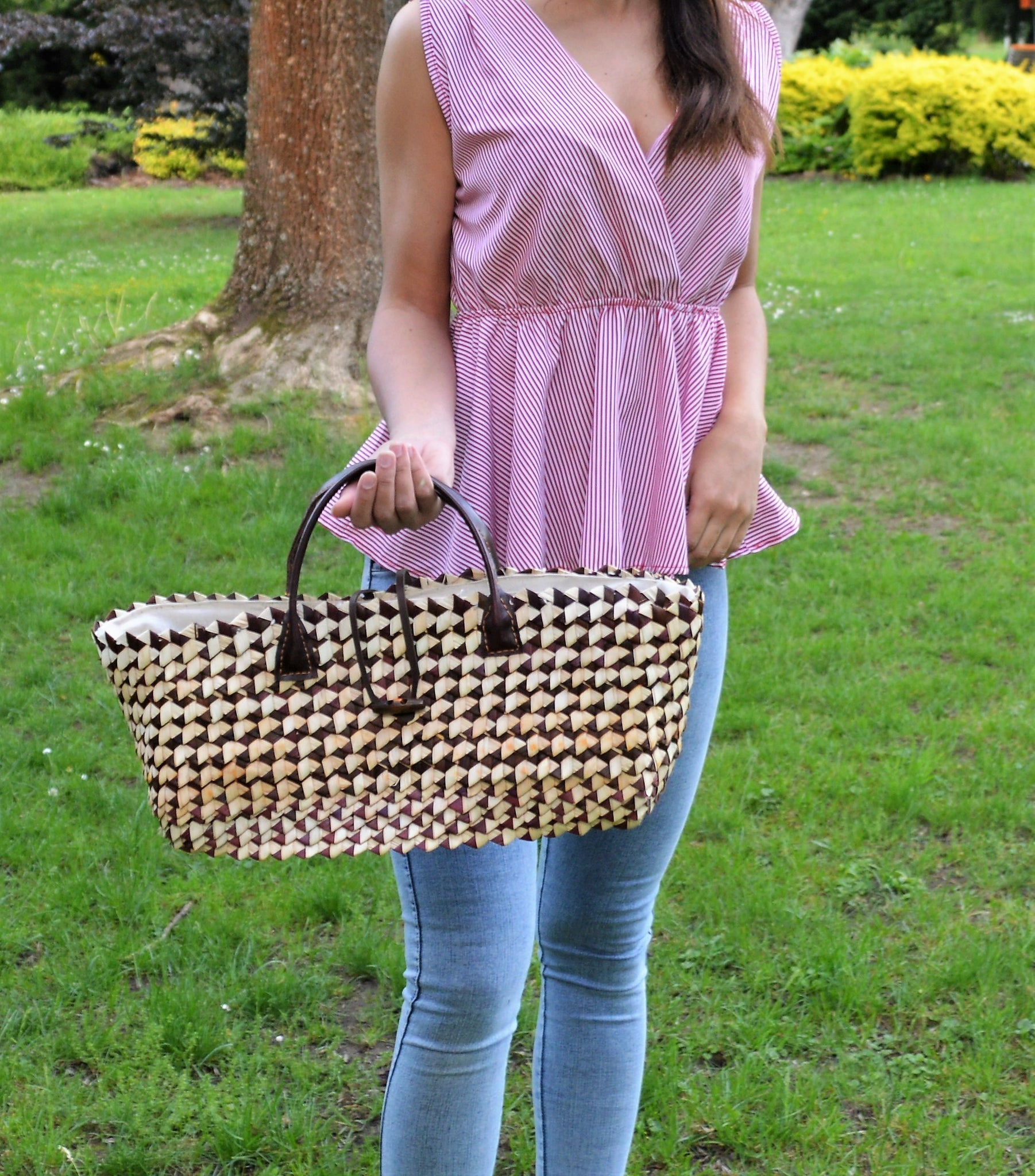 Brown & white straw handbag