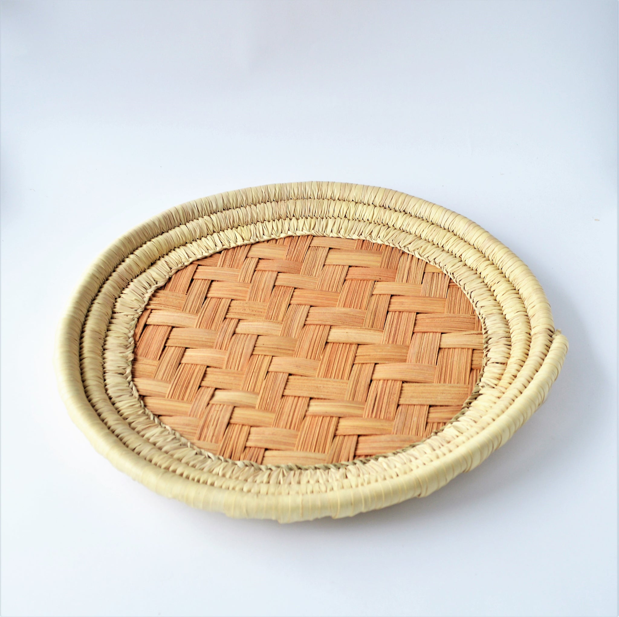 Round hand-woven bread basket (made of palm leaves)