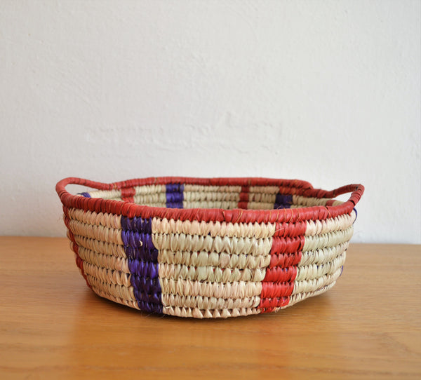 Straw fruit basket bowl