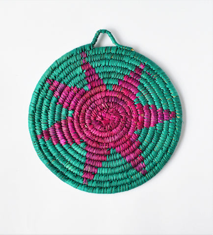 Woven wicker trivet from palm leaves (Dazzling)