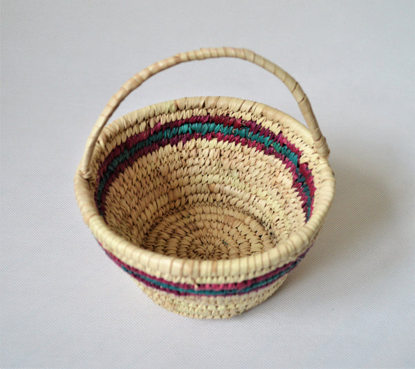Straw Catchall bowl with handle for trinket fruits cosmetics