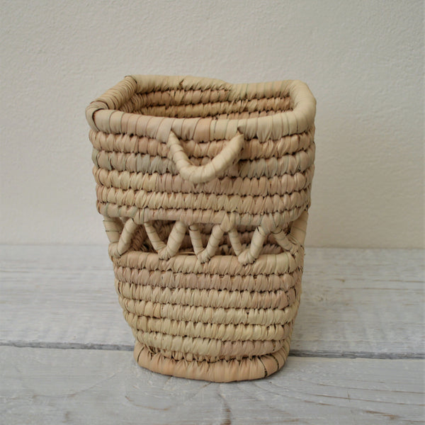 Woven straw vase, Table decor