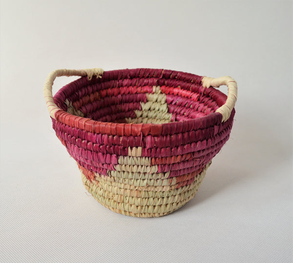 Woven straw fruit bowl, Red triangles bowl Christmas gift