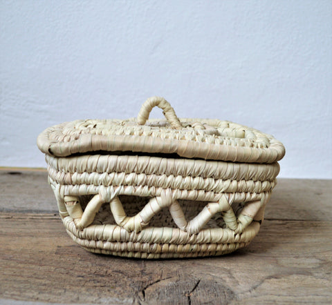 Woven basket with lid, Candy basket, Palm straw box