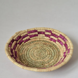 Round serving platter natural straw, Purple woven basket checker pattern