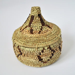 Woven basket lidded, Decorative leather and straw basket