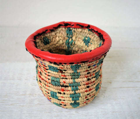 Small woven pot (handmade palm leaves basket)