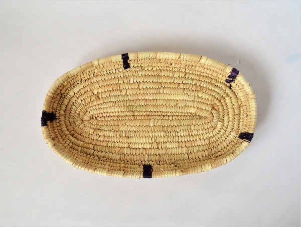 Baguette woven tray from palm straw