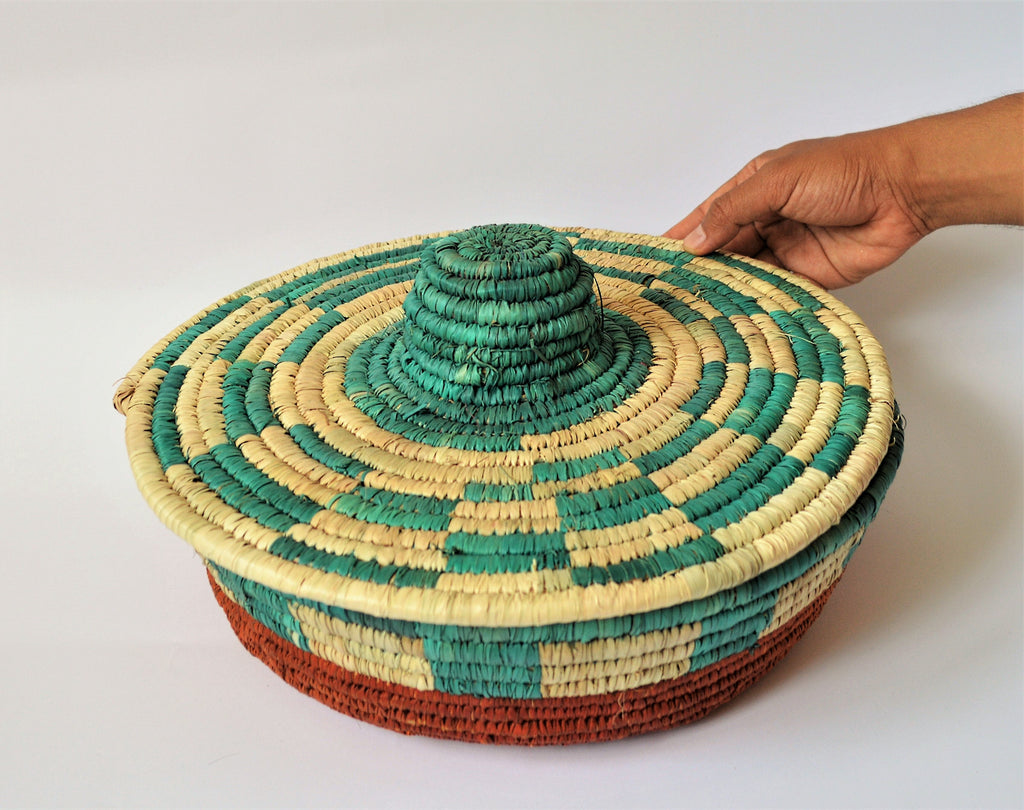 Wide basket, Straw pot
