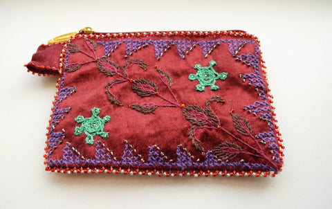 Hand embroidered woman wallet