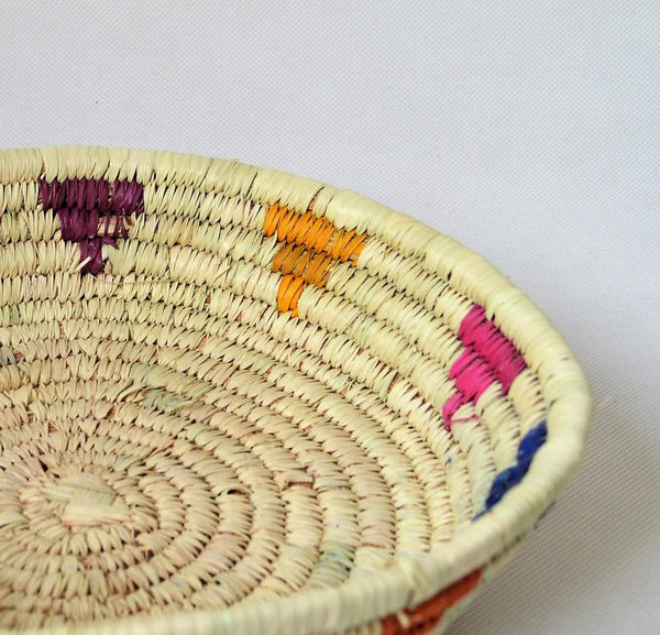 Natural wicker plate (pink)