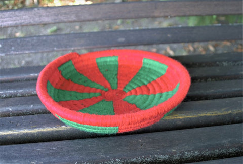 Egyptian wool palm fruit plate (green and red)