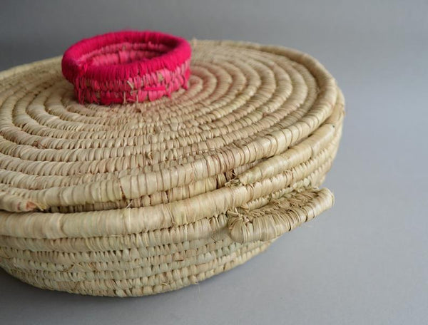 Round woven wicker basket - Sewing