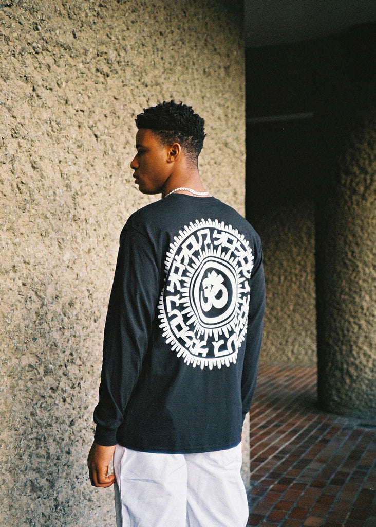 GRAPHIC BLACK LONGSLEEVE