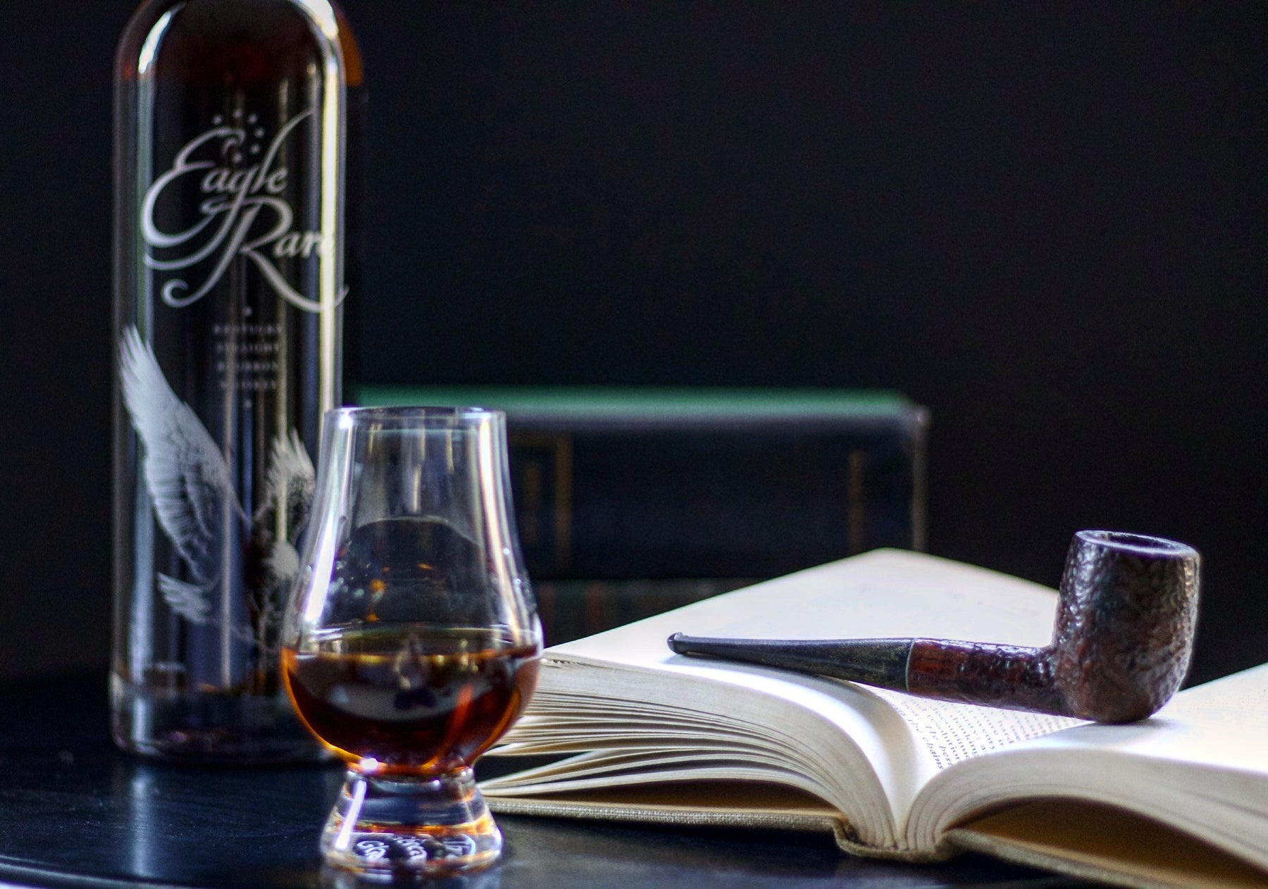 A Gentleman's Pocket Guide to Whiskey