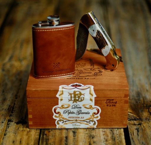 Knife And Flask Gift Box
