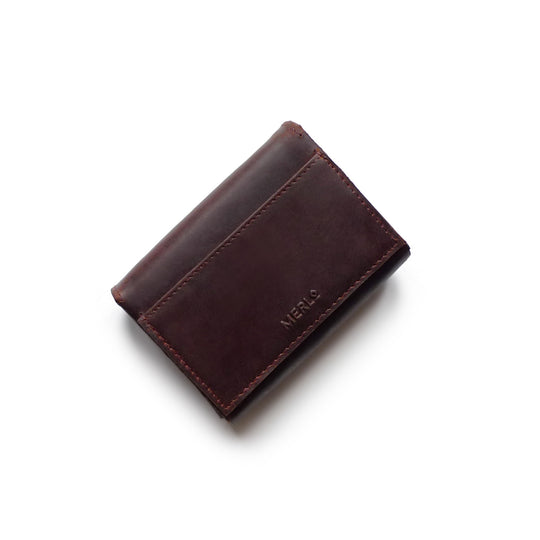 Outer leather card pocket for contactless card allows easy payment, whilst blocking all other contactless cards