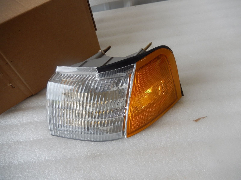 NEW NOS OEM FORD THUNDERBIRD MERCURY COUGAR PARKING LIGHT E9SZ-13201-A