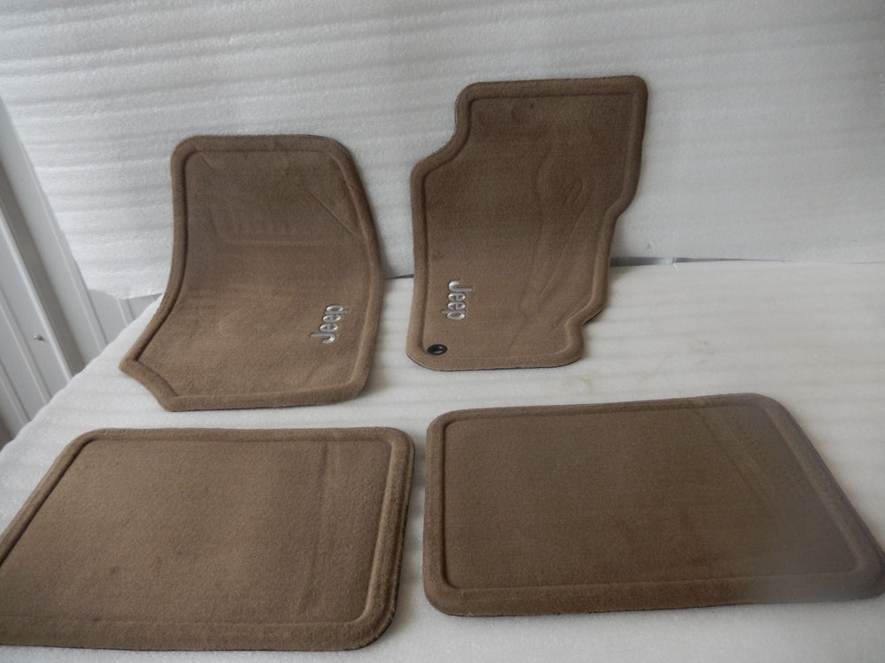 NOS NEW OEM 1999-2004 JEEP GRAND CHEROKEE FLOOR MATS 82208876