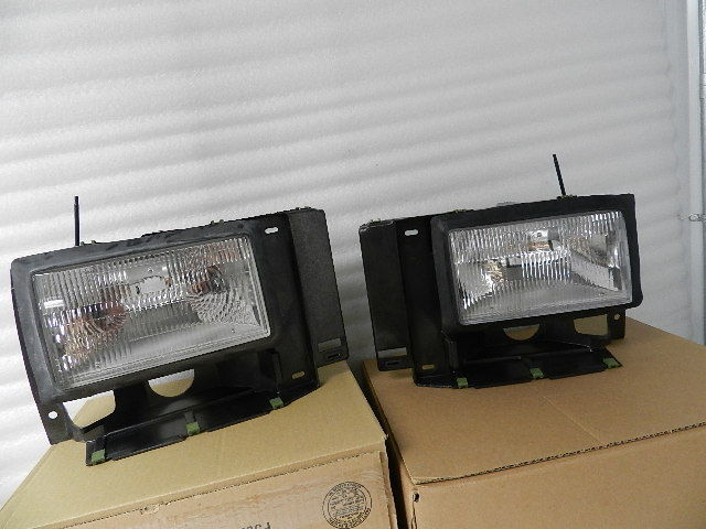 NOS NEW OEM FORD BRONCO RANGER HEADLIGHTS L+R F1TZ13008C F1TZ13008D