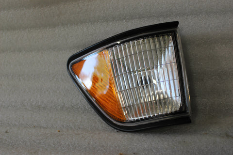 NEW OEM NOS 1991-1995 DODGE SPIRIT SIDE MARKER LIGHT LAMP 4676023