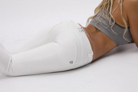 2020 Mid Waisted White Denim Jeans Lifts & Supports